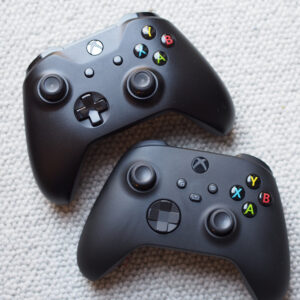 Xbox One and Xbox Series X controllers